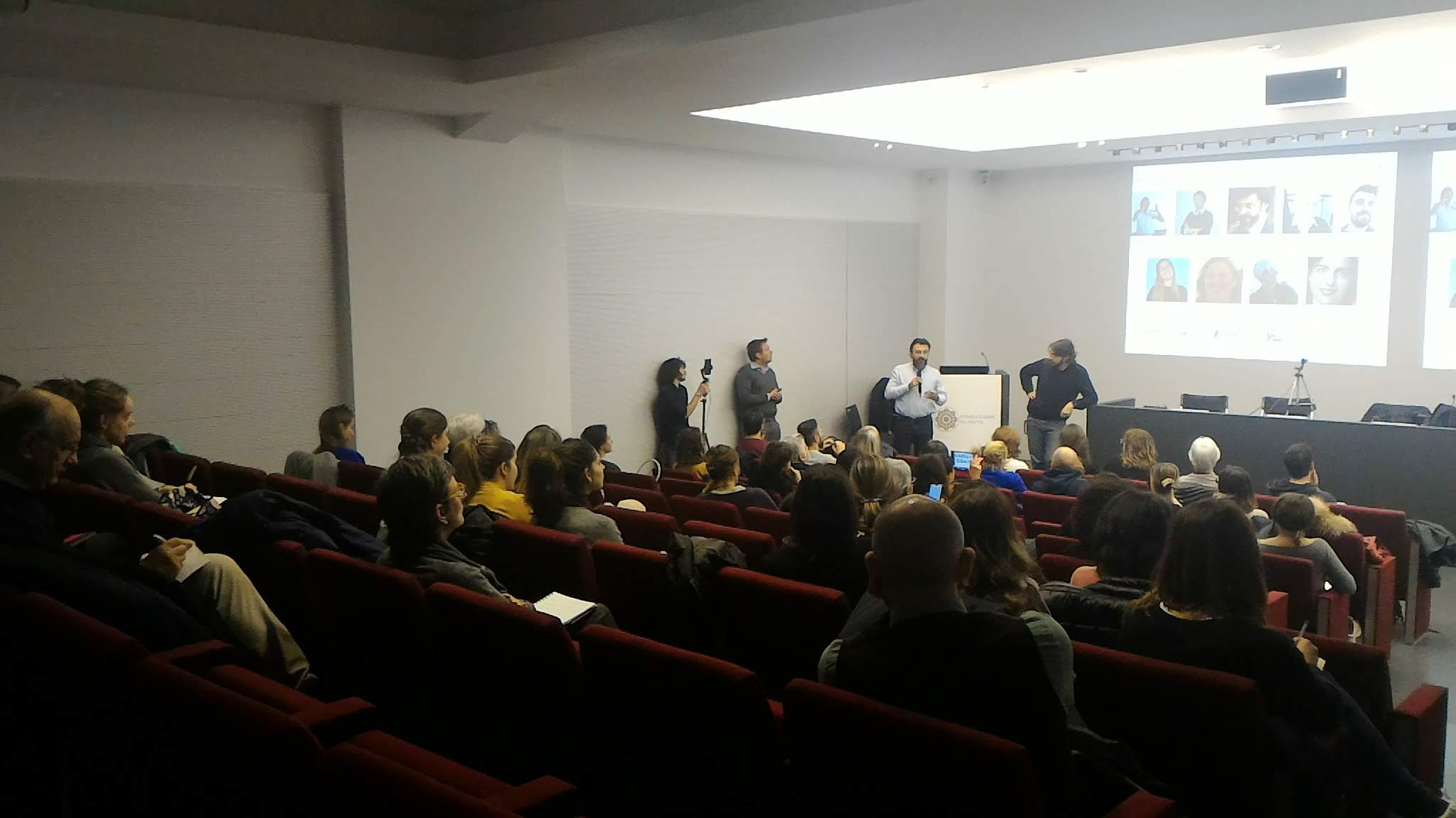 Evento di presentazione MOSAIC, la platea ascolta l'intervento di Massimo Festa