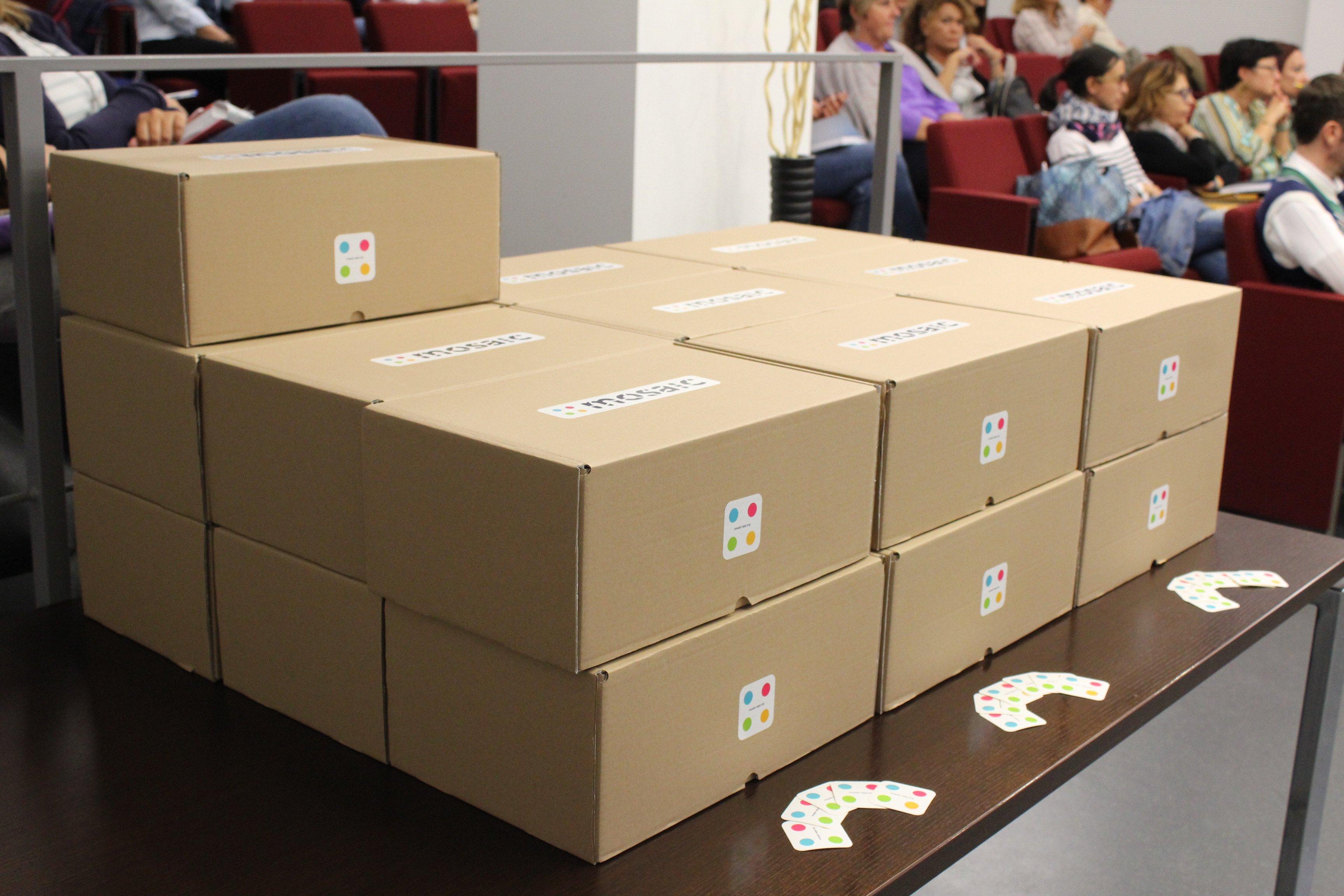 Le scatole dei Kit MOSAIC pronte per la consegna