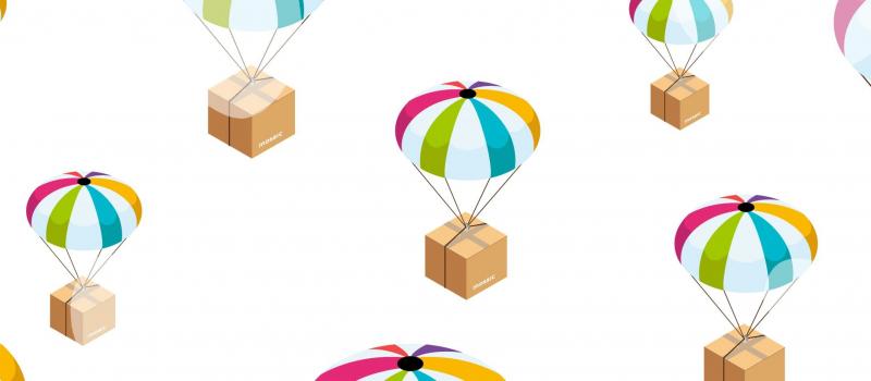 illustrazione delle scatole dei kit mosaic paracadutati per essere consegnati alle scuole